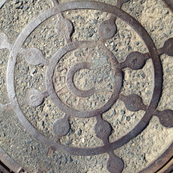 Sewer cover copyright - Pyragraph
