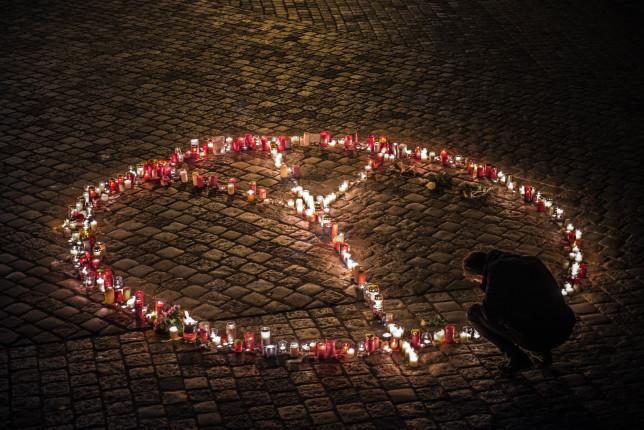 Paris Peace - Pyragraph