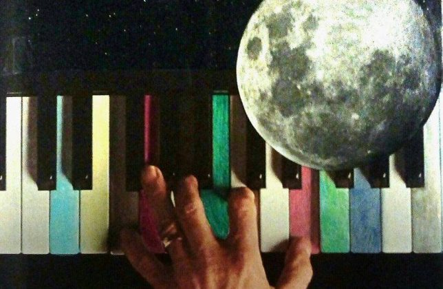 Piano and Moon by Eva Avenue - Pyragraph
