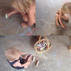 Kids drawing with chalk. Photo by Danila Rumold - Pyragraph