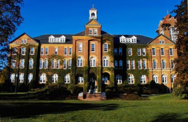 Saint Anselm College - Pyragraph