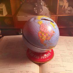 Global bank by Peri Pakroo - Pyragraph