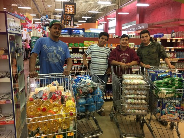 Shopping for relief supplies for asylum-seekers - Pyragraph