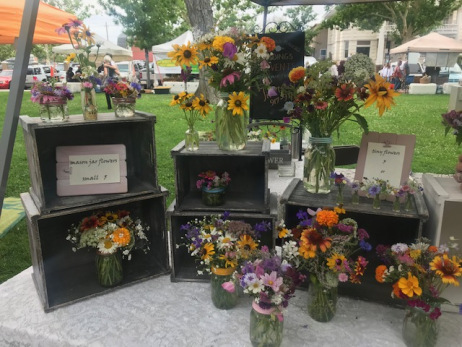 Mason Jar Flowers display - Pyragraph